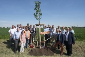 Feierlichkeiten zum 25. Jubilaeum der Deutschen Alleenstrasse Foto: Baumpflanzen Fotograf: HC Plambeck